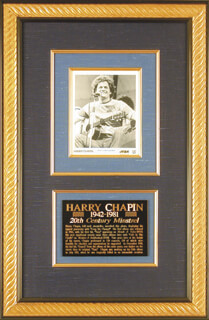 HARRY CHAPIN - AUTOGRAPHED SIGNED PHOTOGRAPH