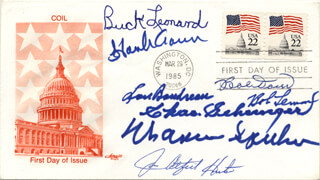 HALL OF FAME BASEBALL - FIRST DAY COVER SIGNED CO-SIGNED BY: LOU BOUDREAU, HANK AARON, CHARLIE GEHRINGER, BOB LEMON, WARREN SPAHN, BOBBY DOERR, JIM CATFISH HUNTER, BUCK LEONARD