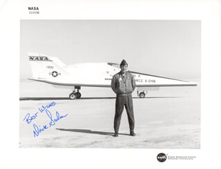 LT. COLONEL DICK (FRANCIS R.) SCOBEE - AUTOGRAPHED SIGNED PHOTOGRAPH