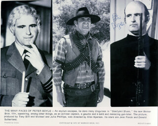 Autographs: PETER BOYLE - PHOTOGRAPH SIGNED