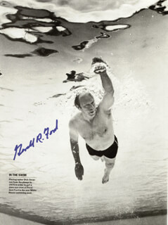 PRESIDENT GERALD R. FORD - MAGAZINE PHOTOGRAPH SIGNED