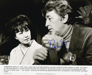 ROBERT MITCHUM - AUTOGRAPHED SIGNED PHOTOGRAPH