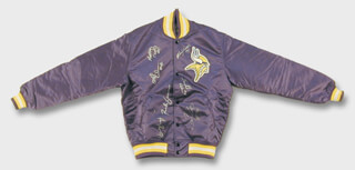 Autographs: MINNESOTA VIKINGS - JACKET SIGNED CIRCA 1991 CO-SIGNED BY: HERSCHEL WALKER, MIKE JONES, RICH GANNON, ALFRED ANDERSON, ANTHONY CARTER, HENRY THOMAS, THOMAS STRAUTHERS, CARL LEE, HASSAN JONES, MATT BLAIR