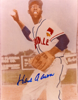HANK AARON - AUTOGRAPHED SIGNED PHOTOGRAPH  - HFSID 158915