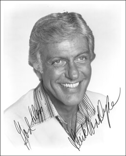 DICK VAN DYKE - AUTOGRAPHED SIGNED PHOTOGRAPH