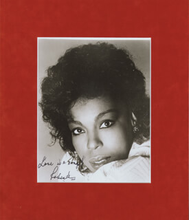 ROBERTA FLACK - AUTOGRAPHED SIGNED PHOTOGRAPH