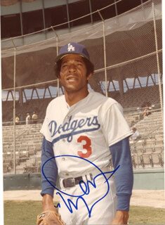 WILLIE DAVIS - AUTOGRAPHED SIGNED PHOTOGRAPH