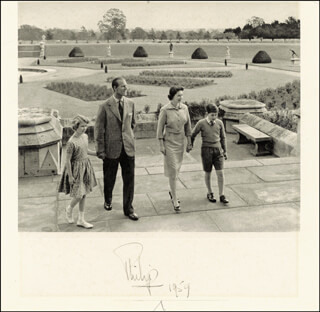 Autographs: PRINCE PHILIP/DUKE OF EDINBURGH - PHOTOGRAPH SIGNED 1959