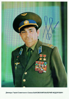 Autographs: MAJOR GENERAL VALERI BYKOVSKY - PHOTOGRAPH SIGNED