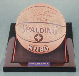 JOHN WOODEN - BASKETBALL SIGNED