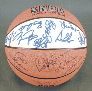 THE CHICAGO BULLS - BASKETBALL SIGNED CIRCA 1991 CO-SIGNED BY: MICHAEL AIR JORDAN, STACEY KING, B. J. (BENJAMIN ROY) ARMSTRONG, CRAIG HODGES, WILL PERDUE, HORACE GRANT, SCOTTIE PIPPEN, SCOTT WILLIAMS, JOHN PAXSON, CLIFF LEVINGSTON, BOB HANSEN II, BILL CARTWRIGHT