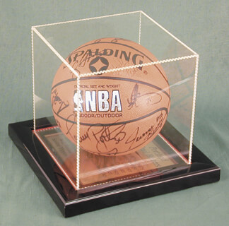 Autographs: THE CHICAGO BULLS - BASKETBALL SIGNED CIRCA 1991 CO-SIGNED BY: MICHAEL AIR JORDAN, DANNY AINGE, STACEY KING, B. J. (BENJAMIN ROY) ARMSTRONG, CRAIG HODGES, WILL PERDUE, HORACE GRANT, SCOTTIE PIPPEN, JOHN PAXSON, CLIFF LEVINGSTON, CLYDE DREXLER, THE PORTLAND TRAIL BLAZERS , WAYNE COOPER, ALAA ABDELNABY, ENNIS WHATLEY, JEROME KERSEY, TERRY PORTER, BILL CARTWRIGHT