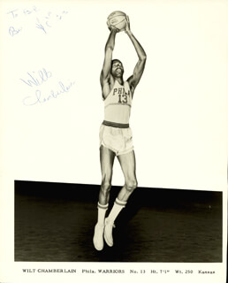 Autographs: WILT THE STILT CHAMBERLAIN - INSCRIBED PHOTOGRAPH SIGNED