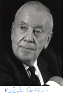 Autographs: SIR MALCOLM ARNOLD - PHOTOGRAPH SIGNED