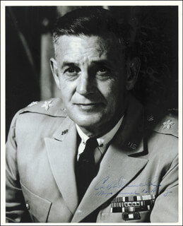Autographs: MAJOR GENERAL CARL DARNELL JR. - PHOTOGRAPH SIGNED