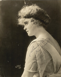 ALICE HOWELL - AUTOGRAPHED SIGNED PHOTOGRAPH