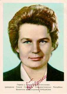 Autographs: MAJOR GENERAL VALENTINA TERESHKOVA - PRINTED PHOTOGRAPH SIGNED IN INK