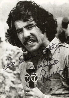 Autographs: GERALDO RIVERA - INSCRIBED PICTURE POSTCARD SIGNED CIRCA 1975