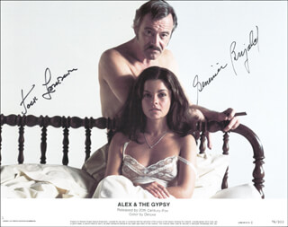 Autographs: ALEX AND THE GYPSY MOVIE CAST - LOBBY CARD SIGNED CO-SIGNED BY: GENEVIEVE BUJOLD, JACK LEMMON
