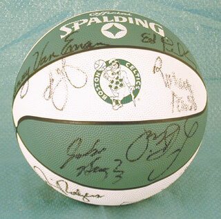 BOSTON CELTICS - BASKETBALL SIGNED CIRCA 1988 CO-SIGNED BY: KEVIN McHALE, LARRY BIRD, REGGIE LEWIS, ROBERT PARISH, CHRIS FORD, MICHAEL SMITH, DEREK SMITH, JOE KLEINE, ED PINCKNEY, RICK FOX, KEVIN GAMBLE, ANDERSON HUNT, TOMMY VAN EMERSON, JIM RODGERS, JOHN BAGLEY
