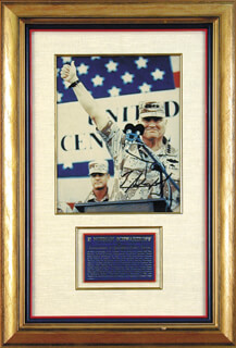 Autographs: GENERAL H. NORMAN SCHWARZKOPF - PHOTOGRAPH SIGNED