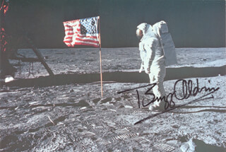 Autographs: COLONEL BUZZ ALDRIN - PICTURE POSTCARD TWICE SIGNED