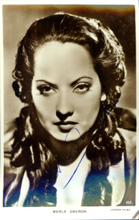 MERLE OBERON - PICTURE POST CARD SIGNED
