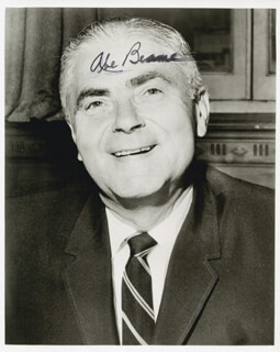 Autographs: MAYOR ABRAHAM D. BEAME - PHOTOGRAPH SIGNED