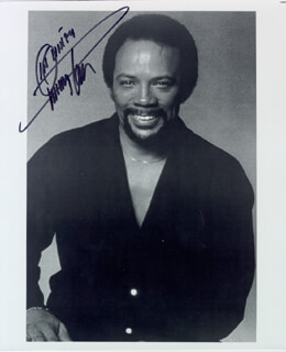 QUINCY JONES - AUTOGRAPHED SIGNED PHOTOGRAPH