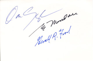 PRESIDENT GERALD R. FORD - AUTOGRAPH CO-SIGNED BY: VICE PRESIDENT DAN (JAMES DANFORTH) QUAYLE, VICE PRESIDENT WALTER F. MONDALE
