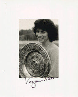 VIRGINIA WADE - AUTOGRAPHED SIGNED PHOTOGRAPH