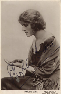 PHYLLIS DARE - PICTURE POST CARD SIGNED CIRCA 1945