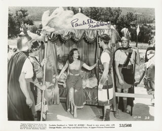 PAULETTE GODDARD - AUTOGRAPHED SIGNED PHOTOGRAPH