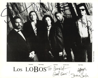 LOS LOBOS - AUTOGRAPHED SIGNED PHOTOGRAPH CO-SIGNED BY: LOS LOBOS (STEVE BERLIN), LOS LOBOS (DAVID HIDALGO), LOS LOBOS (LOUIE PEREZ), LOS LOBOS (CONRAD LOZANO), LOS LOBOS (CESAR ROSAS)