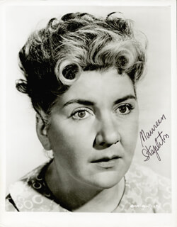 MAUREEN STAPLETON - AUTOGRAPHED SIGNED PHOTOGRAPH
