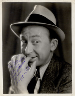 ROSCOE ATES - AUTOGRAPHED INSCRIBED PHOTOGRAPH