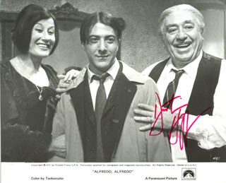 DUSTIN HOFFMAN - PRINTED PHOTOGRAPH SIGNED IN INK