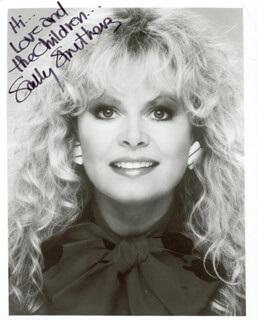 SALLY STRUTHERS - AUTOGRAPHED SIGNED PHOTOGRAPH