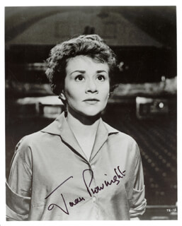 JOAN PLOWRIGHT - AUTOGRAPHED SIGNED PHOTOGRAPH