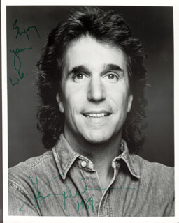HENRY THE FONZ WINKLER - AUTOGRAPHED SIGNED PHOTOGRAPH 1989