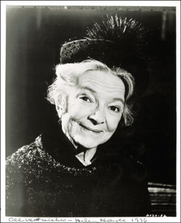 HELEN HAYES - AUTOGRAPHED SIGNED PHOTOGRAPH 1976