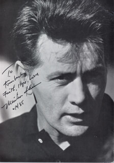 MARTIN SHEEN - INSCRIBED PICTURE POSTCARD SIGNED 06/08/1985