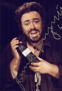 LUCIANO PAVAROTTI - AUTOGRAPHED SIGNED PHOTOGRAPH
