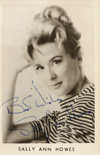 SALLY ANN HOWES - PICTURE POST CARD SIGNED