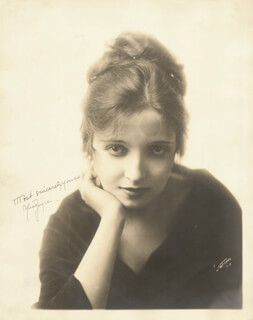 ALICE JOYCE - AUTOGRAPHED SIGNED PHOTOGRAPH
