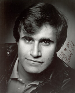 RICHARD KIND - AUTOGRAPHED SIGNED PHOTOGRAPH