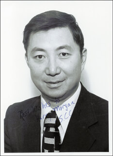 Autographs: SAMUEL C. C. TING - INSCRIBED PHOTOGRAPH SIGNED