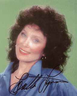 LORETTA LYNN - AUTOGRAPHED SIGNED PHOTOGRAPH