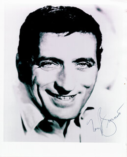 TONY BENNETT - AUTOGRAPHED SIGNED PHOTOGRAPH