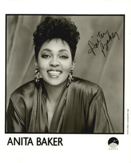 Autographs: ANITA BAKER - PHOTOGRAPH SIGNED
